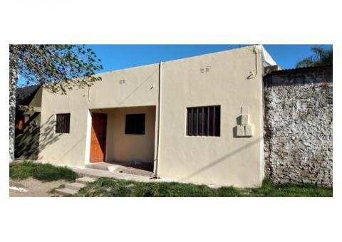 Vendo complejo de 3 departamentos con entrada desde calle de 1 dormitorio, cocina, baño y patio